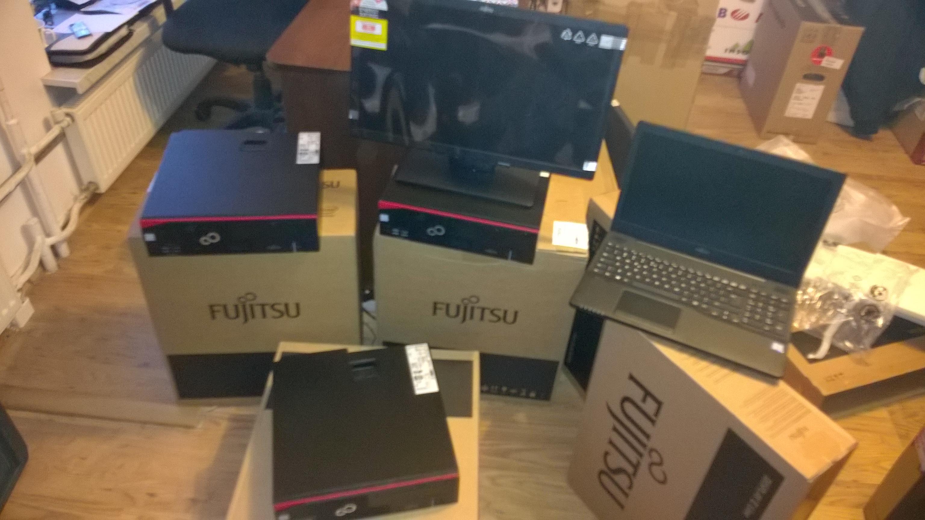 Profesjonalne urządzenia Fujitsu doskonale sprawdzające się we wszystkich warunkach dzisiejszego biznesu. Sprawdzone funkcje biznesowe wzbogacone o nowe technologie gwarantują efektywność pracy. Fujitsu sprawi, że Twoje miejsce pracy będzie bezpieczne i nowoczesne.
