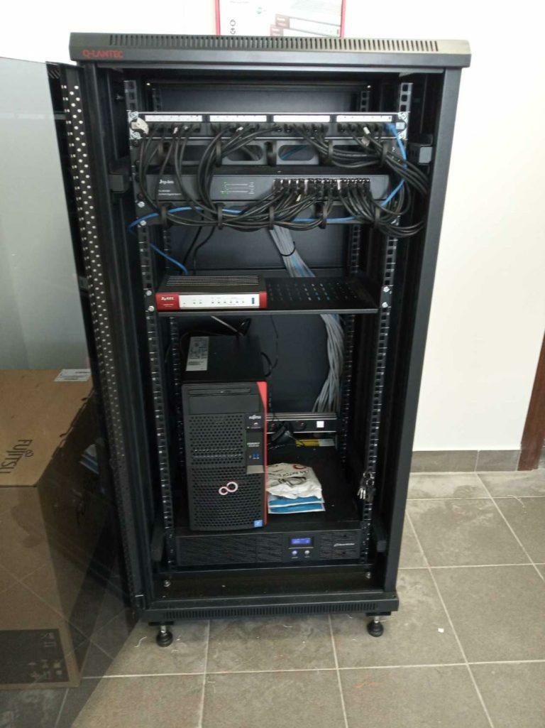 sieć komputerowa LAN, światłowody, serwerownia ,zasilanie UPS, firewall Zyxell,serwer Fujitsu Active Directory,INFOMECH Systemy komputerowe stalowa wola